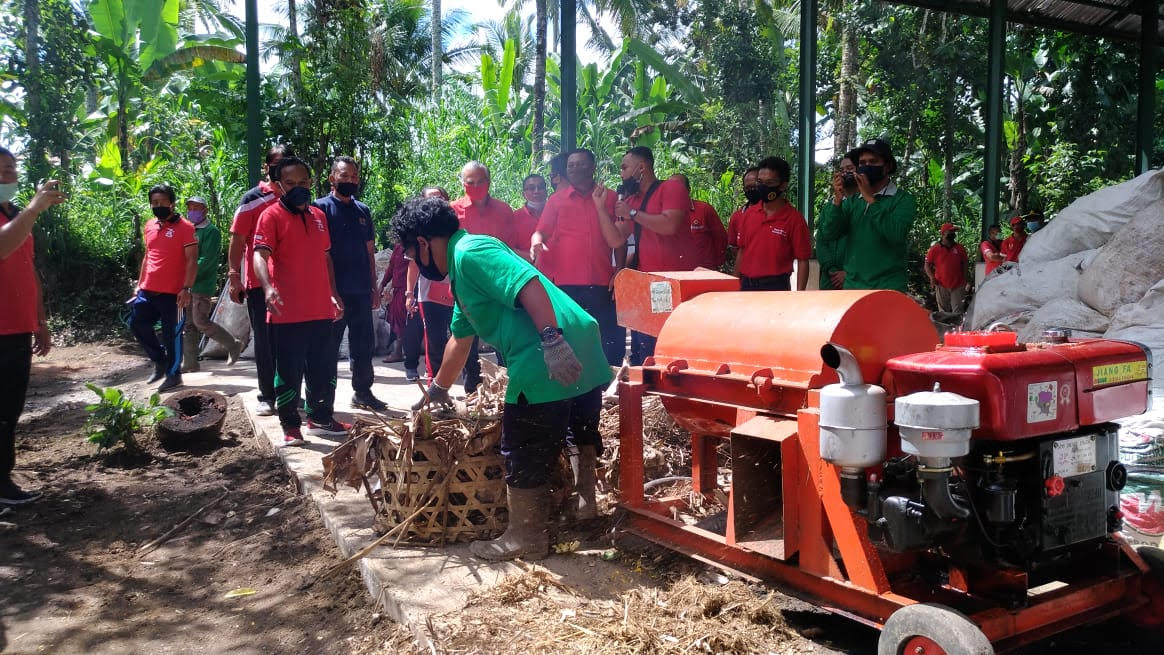 Foto: BUPATI GIANYAR SAMPAH BUPATI Gianyar meresmikan fasilitas pengelolaan material sampah dan TPS 3R di Banjar Belong, Desa Taro, Kecamatan Tegallalang. Foto: adi