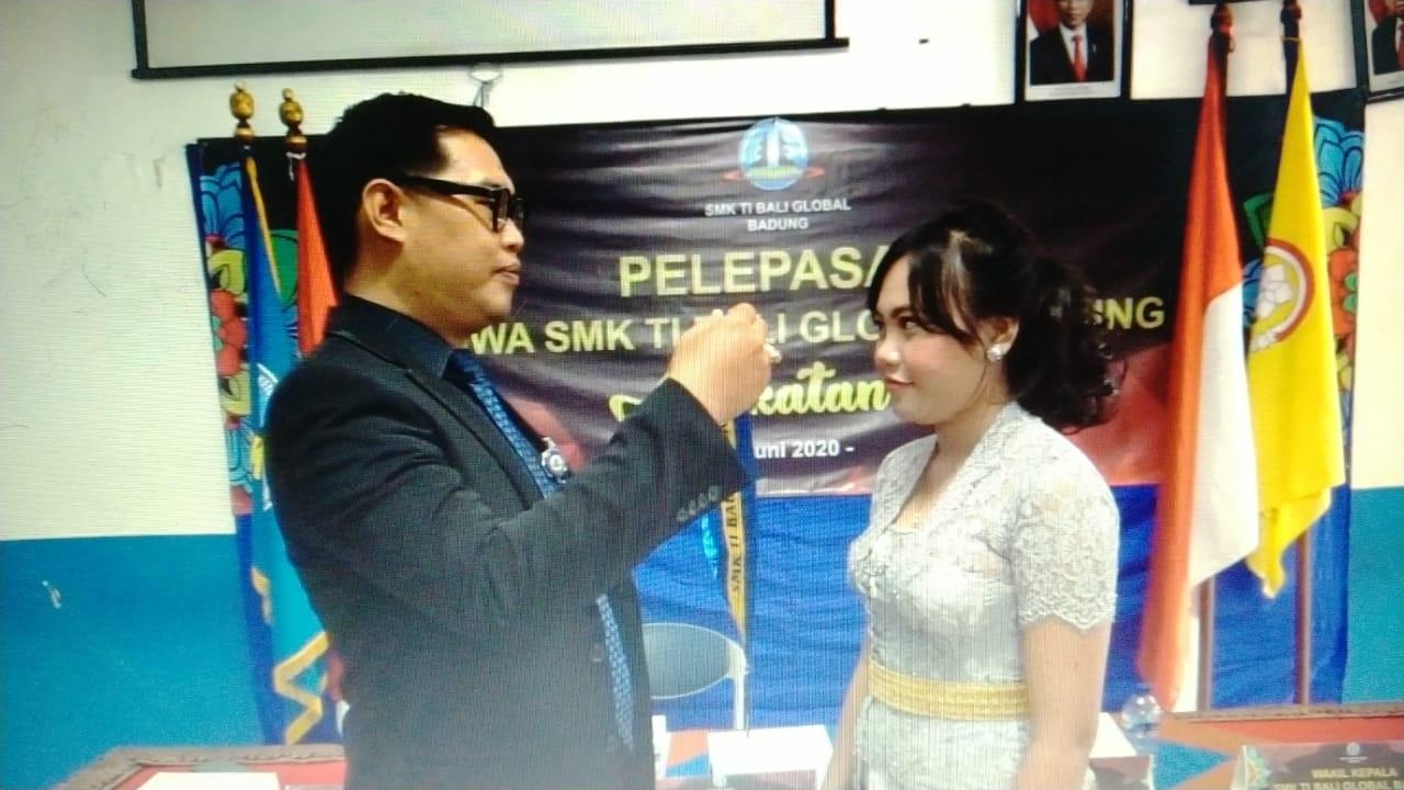 PELEPASAN siswa SMK Bali Global Badung yang dilaksanakan secara daring. Foto: ist