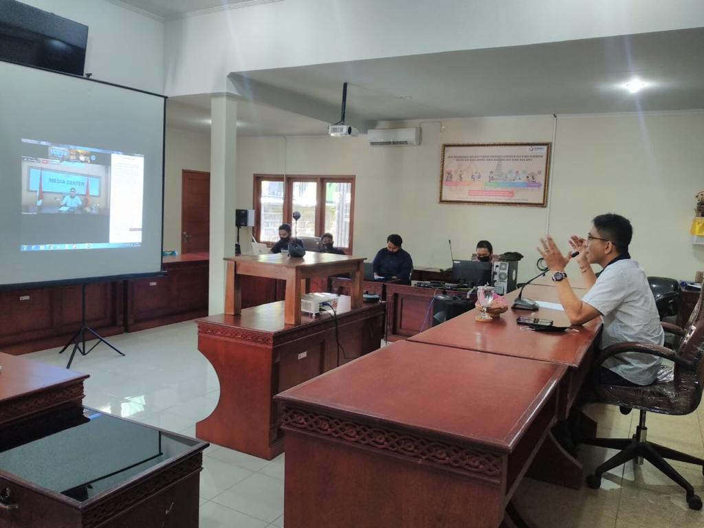SUASANA diskusi virtual SKPP Bawaslu Bali mengenai strategi kehumasan di Bawaslu Bali, Kamis (11/6/2020). Foto: Ist