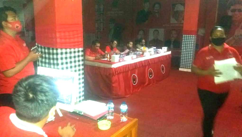 "DPC PDIP Tabanan menggelar Lomba Pidato Virtual ""Gotong Royong Berskala Besar untuk Penanganan Covid-19 Berbasis Kearifan Lokal Bali"" di aula Sekretariat DPC PDIP Tabanan, Senin (15/6/2020). Foto: gagah"