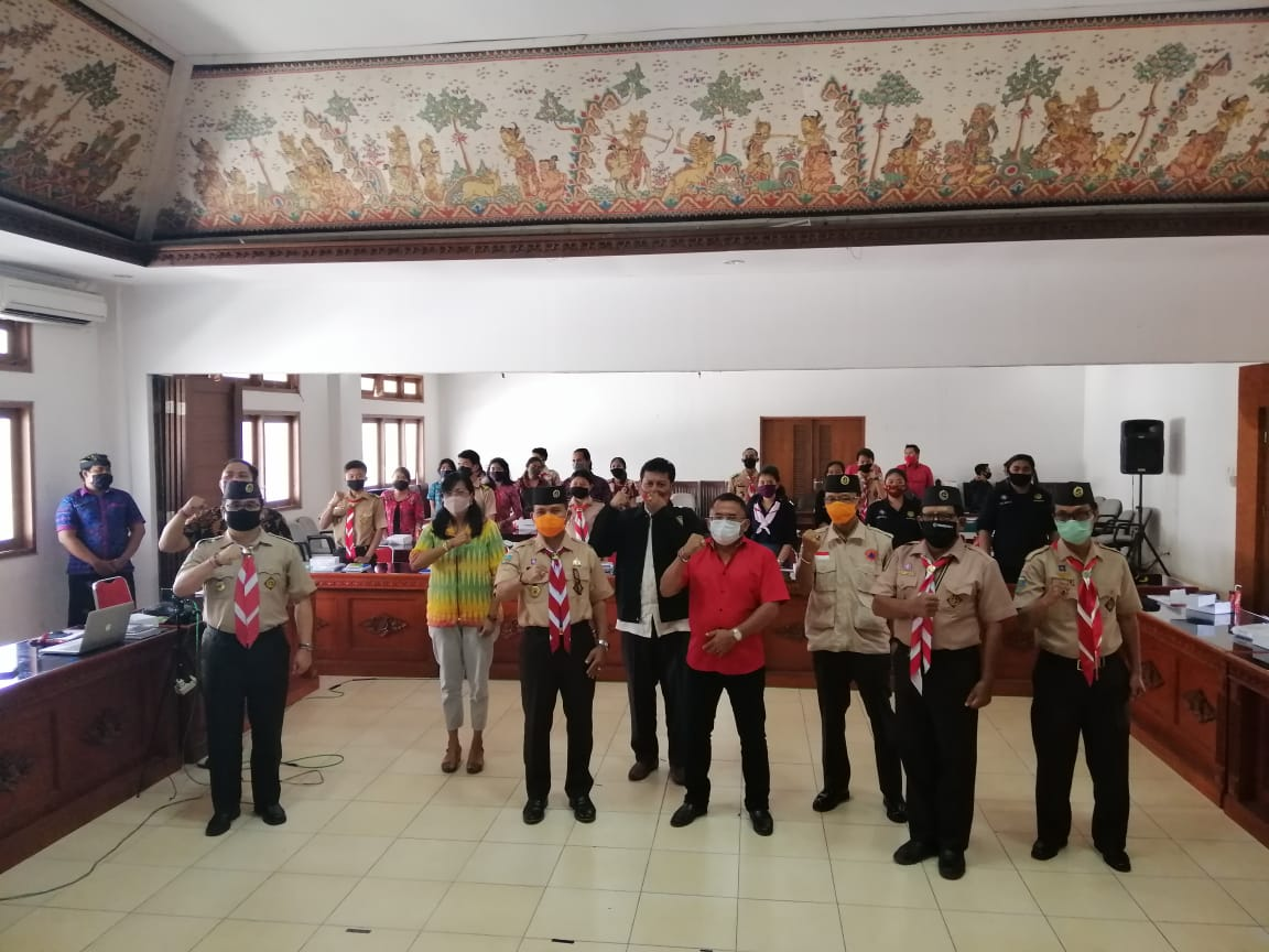 SOSIALISASI empat pilar kebangsaan yang dilaksanakan MPR RI di gedung Gerakan Pramuka Kwarda Bali, Niti Mandala Renon, dilaksanakan dengan menggunakan protap kesehatan Covid-19, Selasa (16/6). Kegiatan melalui tatap muka dan digabung dengan webinar dengan peserta di media online. Foto: Ist