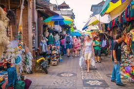 AKTIVITAS pedagang Pasar Seni Kuta sebelum Pandemi Covid-19. Foto: gay