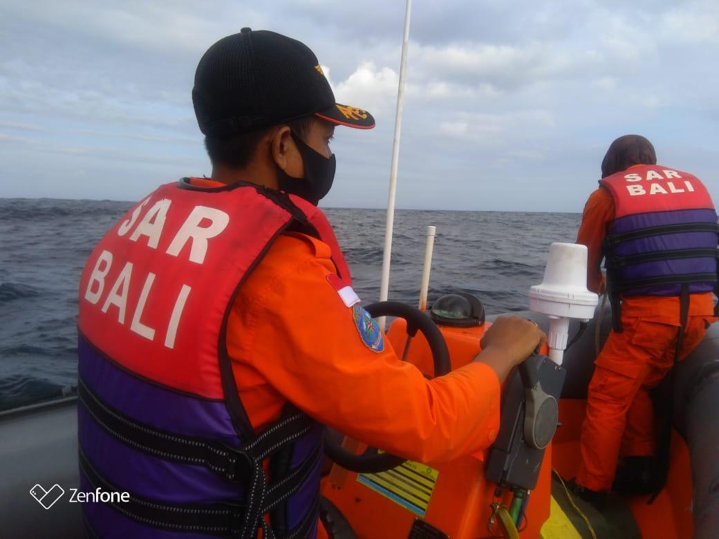 Foto: TIM SAR TIM SAR melakukan pencarian nelayan yang dilaporkan hilang di perairan Bunutan, Kamis (9/7). Foto: ist