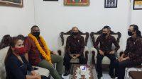 Foto: BAWASLU RI KOMISI Hukum, Humas dan Data Informasi Bawaslu RI, Fritz Edward Siregar, didampingi Ketua Bawaslu Bali mengunjungi Bawaslu Gianyar. Foto: adi