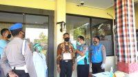 PEMERIKSAAN administrasi kepada peserta seleksi calon anggota Polri di Lobi Polres Klungkung, Jumat (3/7). Foto: ist