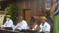 Foto : KETUA DPRD KLUNGKUNG KETUA DPRD Klungkung, AA Gde Anom, (tengah) memimpin rapat paripurna, Senin (6/7). Foto: baw