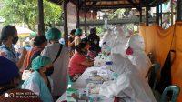 Foto: KIDUL CEPAT PEDAGANG Pasar Kidul saat melaksanakan tes cepat di Posko Penanggulangan Covid-19 Pasar Kidul, Kamis (9/7). Foto: gia