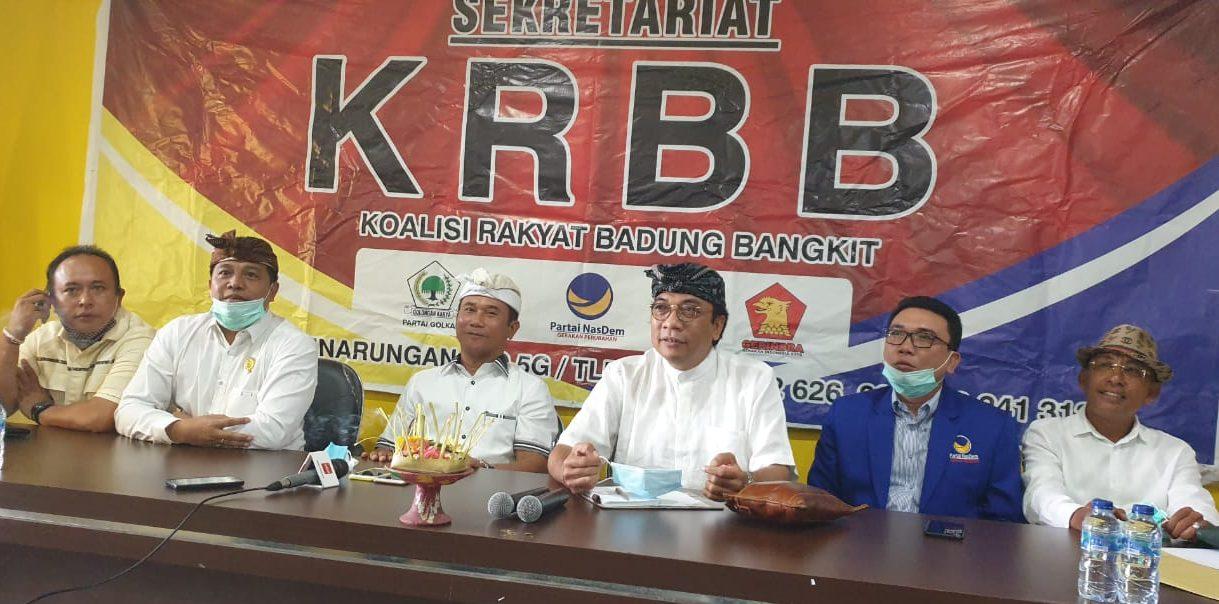 PAKET Diatmika-Muntra bersama petinggi parpol KRBB saat jumpa pers di DPD Partai Golkar Badung, Kamis (30/7/2020). Foto: gus hendra