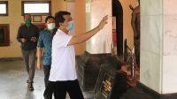 Foto: PANTAU KENORMALAN Bupati Suwirta memantau kondisi Monumen Puputan Klungkung, Rabu (8/7). Foto: baw
