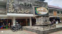 Foto: PASAR KIDUL PASAR Kidul, Bangli, ditutup sementara selama tiga hari terhitung mulai, Selasa (14/7), setelah 35 pedagang positif Covid-19. Foto: gia