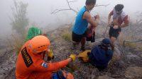 Foto: PENDAKI GUNUNG AGUNG PROSES evakuasi dua pendaki Gunung Agung yang ditemukan dalam kondisi selamat, pada ketinggian 2.600 Mdpl. Foto: ist