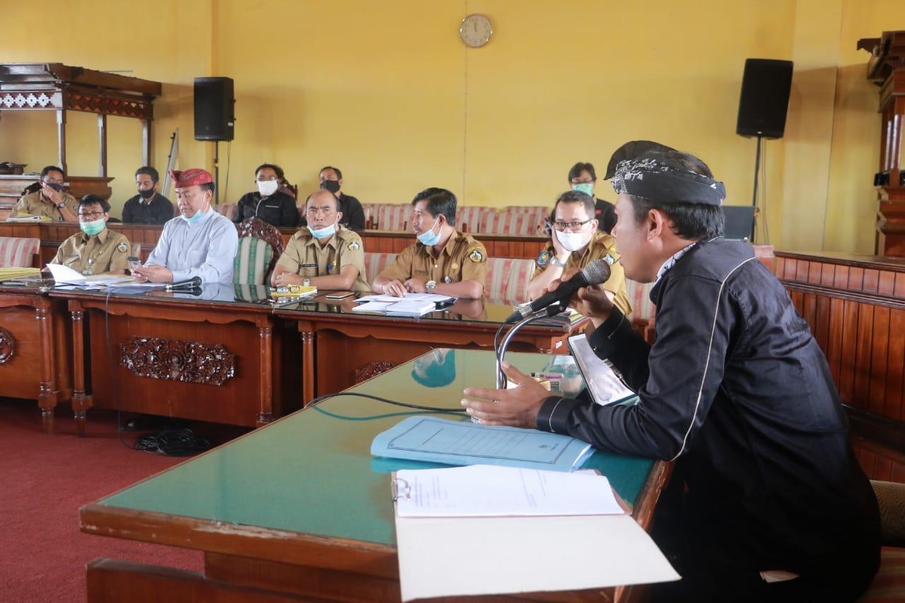 Foto: RAPAT KERJA BUPATI RAPAT kerja DPRD Bangli bersama Bupati Made Gianyar, di Kantor DPRD Bangli, Senin (27/7) lalu. Foto: gia