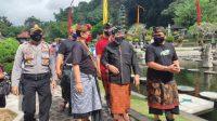 Foto: WAGUB TIRTAGANGGA WAGUB Tjokorda Oka Artha Ardhana Sukawati (Cok Ace), mengunjungi Taman Tirtagangga, Kamis (9/7). Foto: nad
