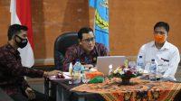 Foto: WEBINAR SANJAYA WABUP Tabanan I Komang Gede Sanjaya saat tampil sebagai pembicara dalam webinar di Universitas Tabanan, Jumat (3/7). Foto: gap