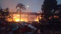 GEDUNG SDN 3 Bajera, Selemadeg, Tabanan, hangus terbakar, Sabtu (4/7) petang. Foto: gap