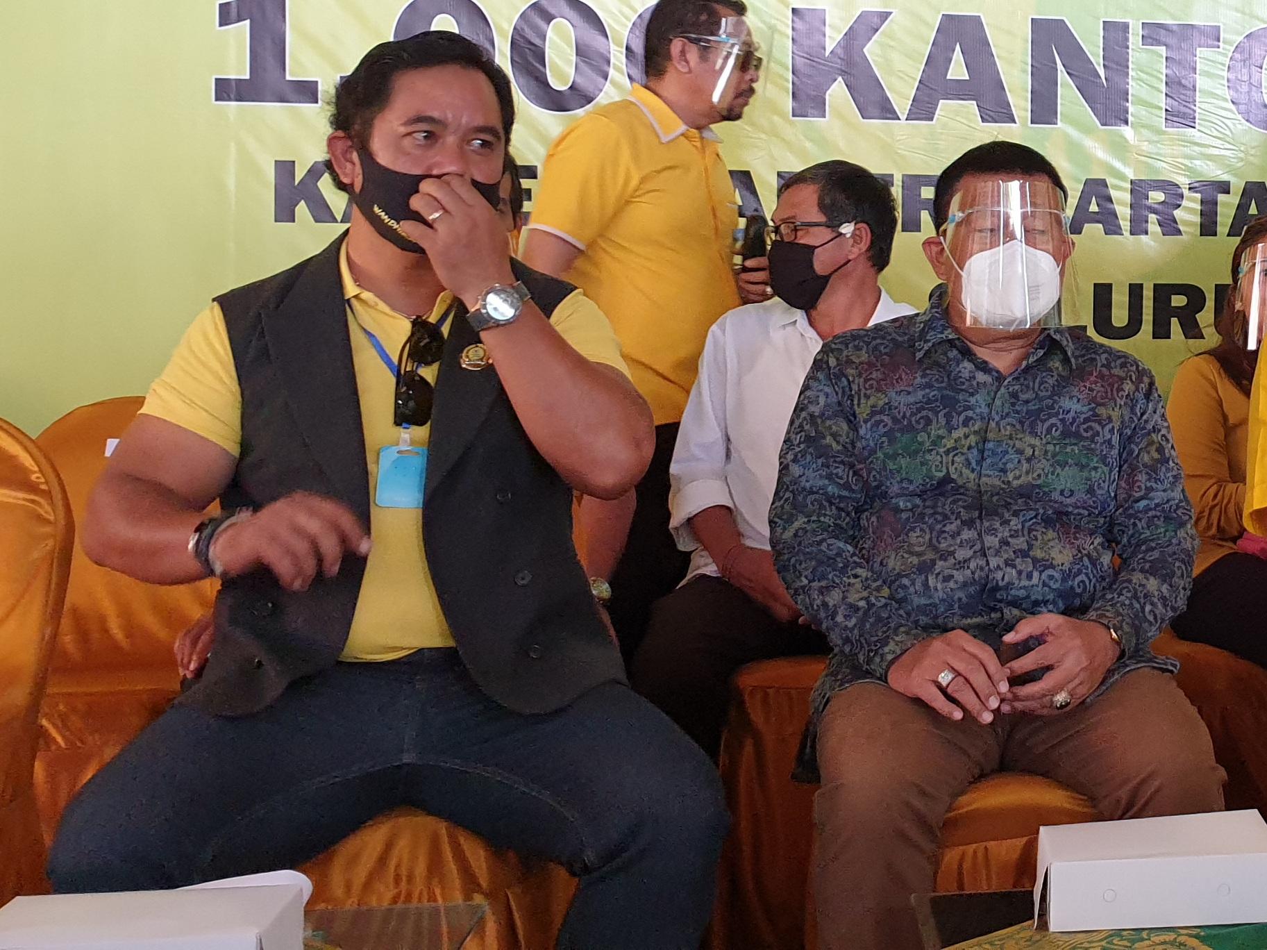 MARIYANA Wandira (kiri) dalam suatu acara bersama AA Ngurah Rai Iswara, salah satu tokoh masyarakat yang disurvei popularitasnya untuk Pilkada Denpasar 2020. Foto: gus hendra