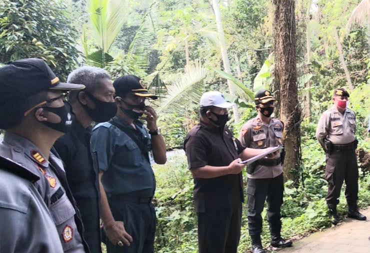 Foto: EKSEKUSI LAHAN EKSEKUSI lahan seluas 20 are di Tegal Jambangan, Sayan, Ubud, Senin (24/8), berjalan kondusif. Foto: adi
