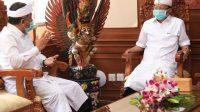 Foto: KOSTER KPU GUBERNUR Koster saat menerima audiensi Ketua dan Komisioner KPU Provinsi Bali di Kantor Gubernur Bali di Denpasar, Kamis (13/8). Foto: ist