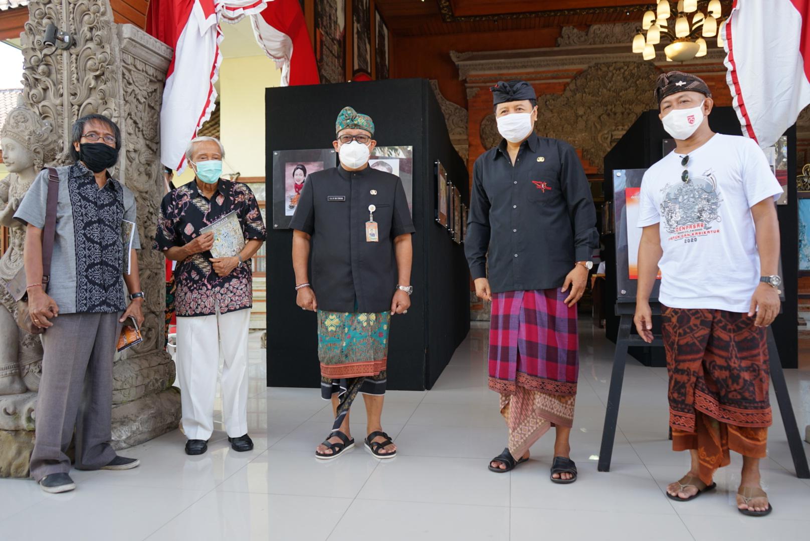Foto: KARTUNIS ACARA pembukaan pameran kartun dan karikatur yang berlangsung di Kantor Dinas Kebudayaan Kota Denpasar, Jumat (14/8). Foto: ist