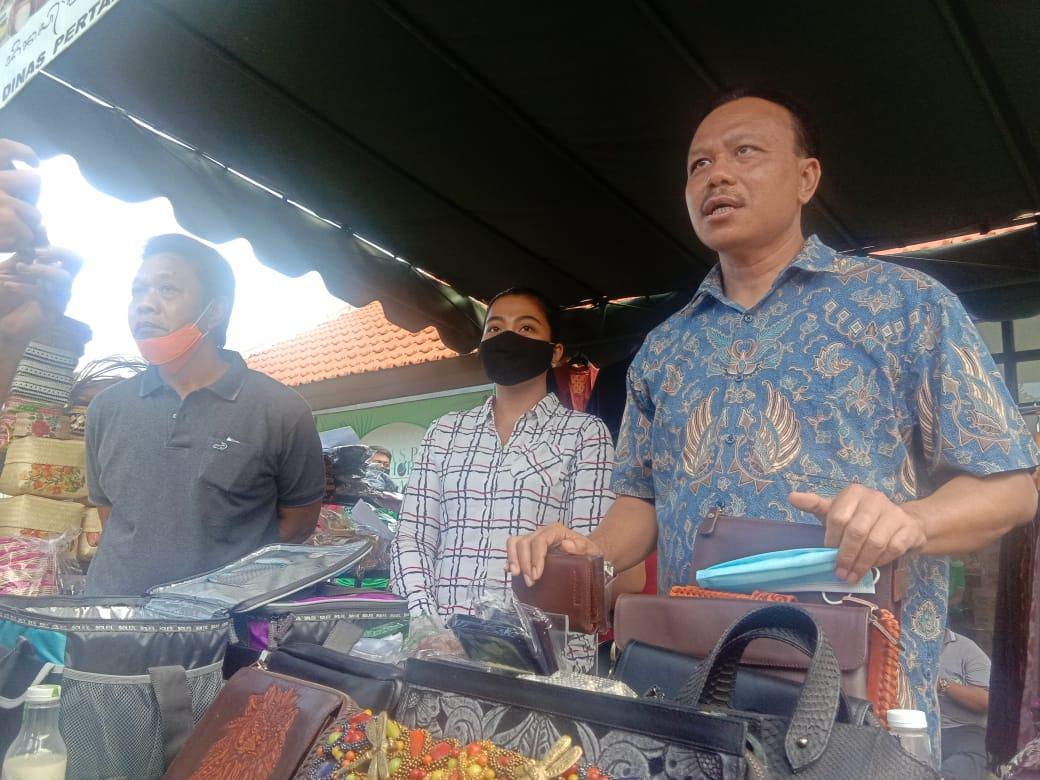 SEKDA Bali Dewa Indra didampingi Kadis Pertanian IB Wisnuardhana saat memberikan keterangan kepada awak media. Foto: alt