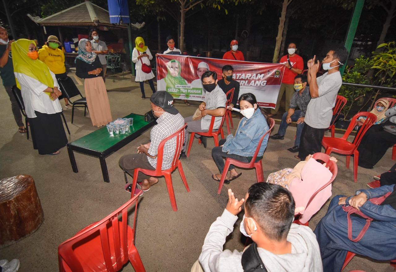 CALON Wali Kota Mataram, Hj. Putu Selly Andayani menggelar dialog interaktif dengan kelompok penyandang disabilitas tuna rungu di Kota Mataram dan sekitarnya, Sabtu (8/8). Foto: ist