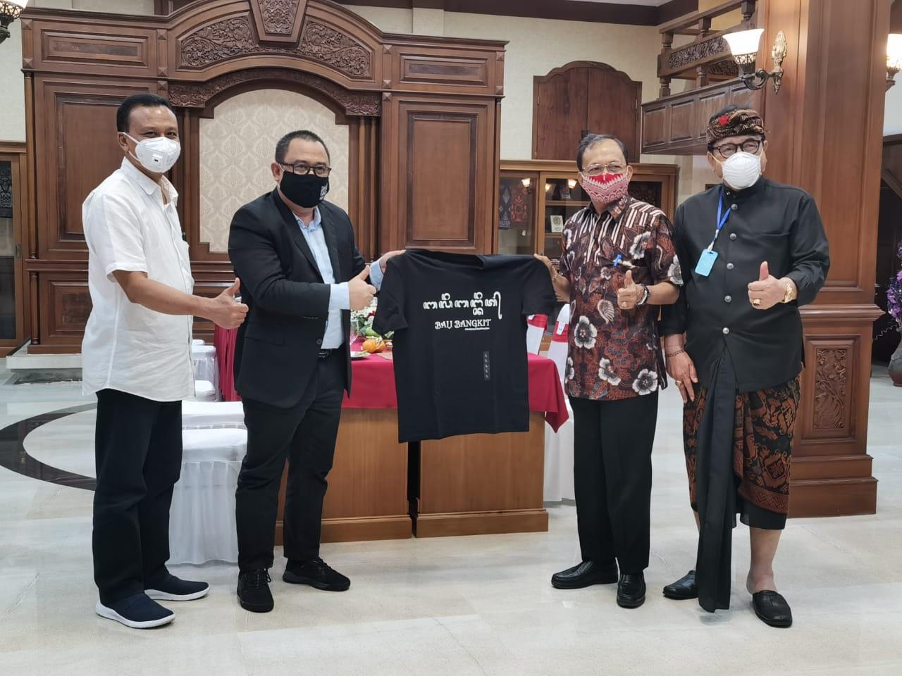 Foto: 02377 Badung Bali Bangkit AAGN Ari Dwipayana bersama Gubernur Wayan Koster dan Wagub Cok Ace. Foto: ist