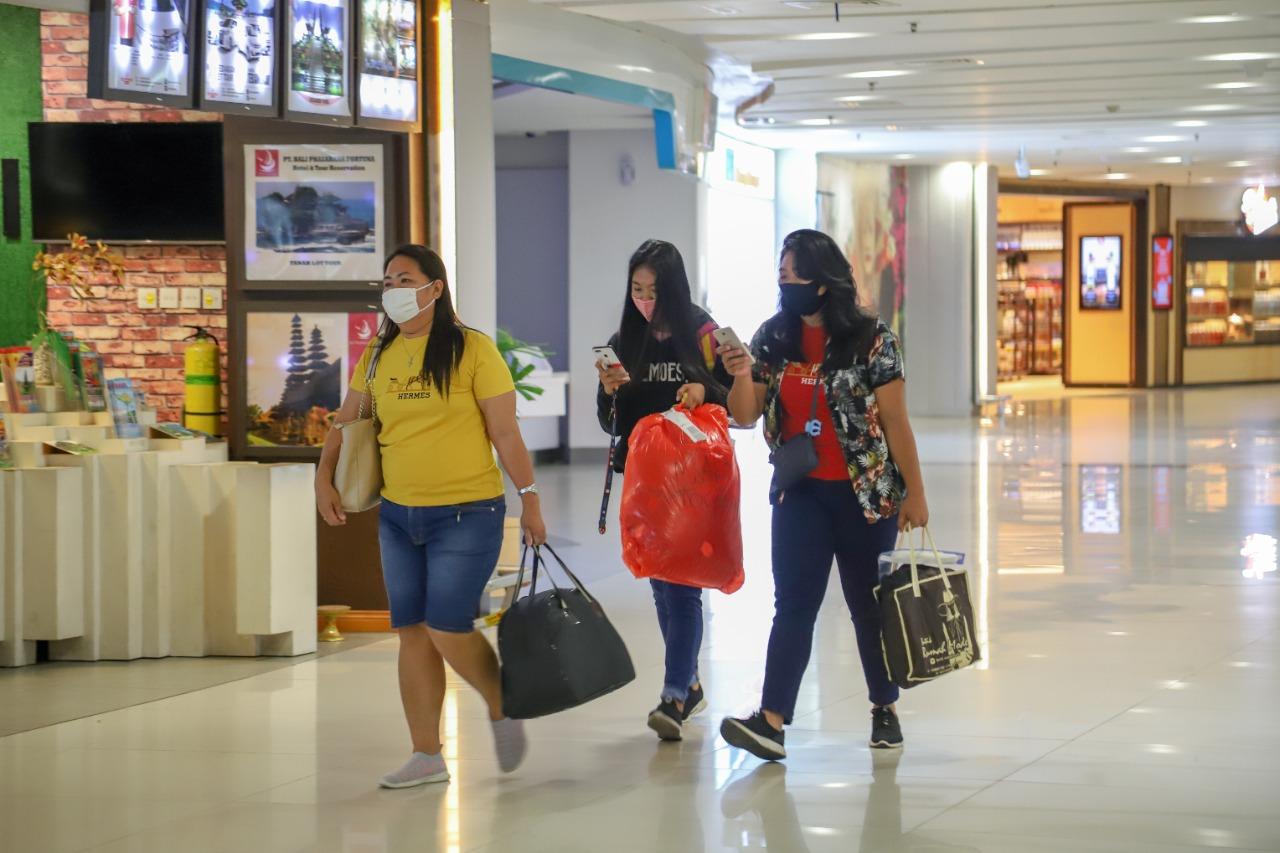 PENUMPANG domestik yang tiba di bandara Ngurah Rai. Foto: ist
