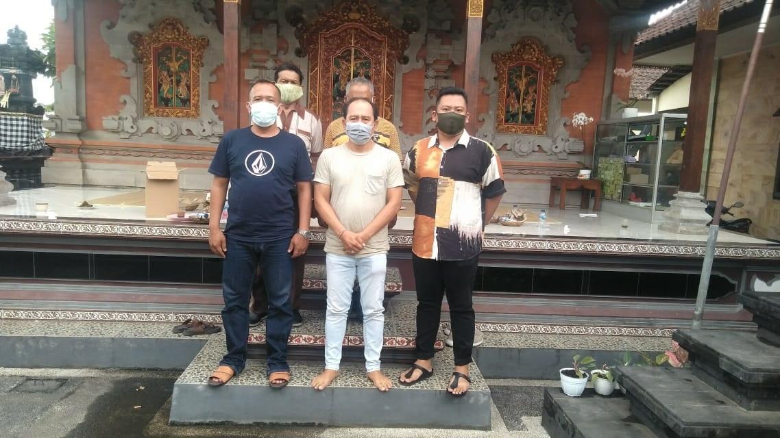 Foto: 02389 Badung Golkar Kuta Utara PLT. Ketua PK Partai Golkar Kuta Utara, I Gede Suraharja, bersama jajaran menyatakan kesiapan mengawal pelaksanaan Pilkada Badung 2020 yang damai dan kondusif. Foto: ist