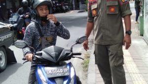 OPERASI yustisi prokes yang dilakukan di wilayah Padangsambian Kelod, Denpasar, Rabu (30/9/2020). Foto: ist