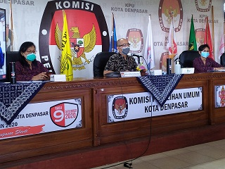 SUASANA rapat koordinasi dan sosialisasi terkait kampanye Pilkada Denpasar di KPU Denpasar, Rabu (23/9). Foto: ist
