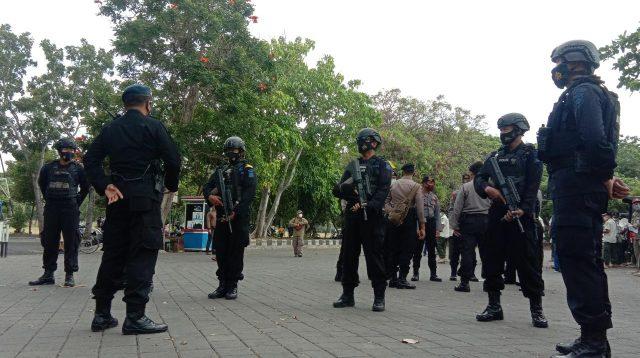 BRIMOB Polda Bali bersenjata lengkap dilibatkan dalam penegakan Pergub 46/2020. Foto: alt