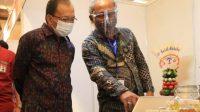 Foto : GUBERNUR Koster saat meninjau acara Naker Tanggap Covid 2020 yang diselenggarakan oleh Kementerian Ketenagakerjaan Republik Indonesia di BNDCC Nusa Dua, Sabtu (12/9). Foto: ist