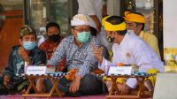 Gubernur Zulkieflimansyah saat menghadiri undangan Komunitas Hindu di Pura Dalem Swasta Pranawa Abian Tubuh, Kecamatan Cakranegara, Mataram. Foto: net