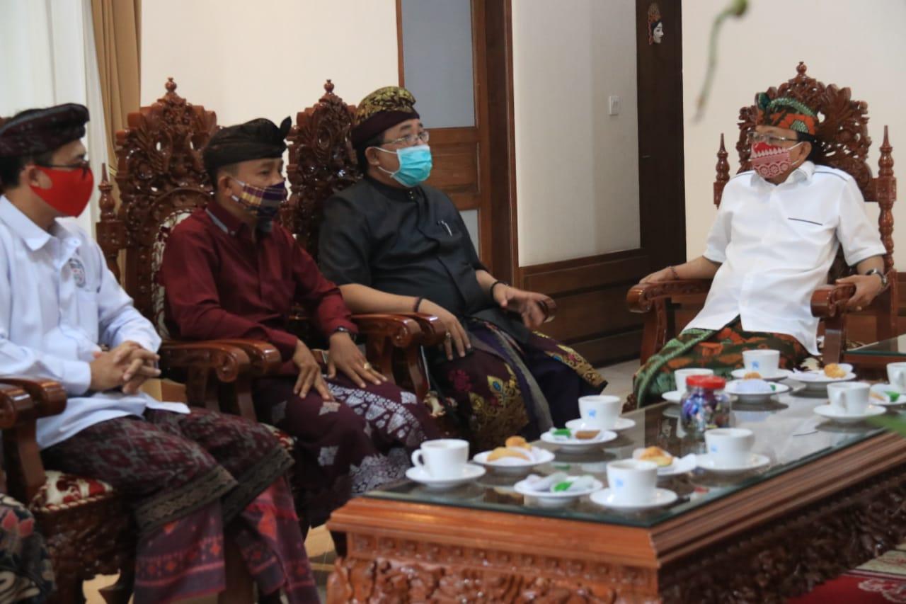 Foto: KOSTER IHGMA POS BALI/IST GUBERNUR Koster saat menerima jajaran DPD Indonesian Hotel General Manager Association (IHGMA) Provinsi Bali, Kamis (3/9).