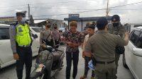 TIM gabungan melaksanakan Operasi Yustisi Pendisiplinan Protokol Kesehatan (Prokes) di kawasan Kintamani, Kamis (17/9). Foto: gia