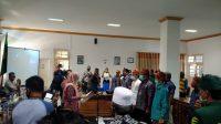 JAJARAN Pemprov NTB saat menyolisasikan Program Mawar Emas dan dilanjutkan pelantikan pengurus Masyarakat Ekonomi Syariah (MES) Daerah Kota Bima, kemarin. Foto: ist