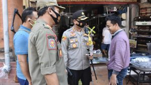 OPERASI penertiban disiplin dan penegakan hukum penerapan protokol kesehatan di Denpasar, Jumat (18/9), melibatkan tim gabungan. Foto: ist
