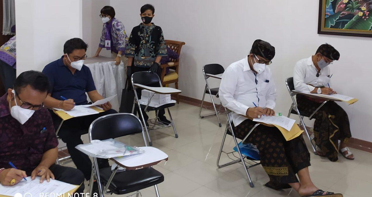 PARA paslon Pilkada Denpasar saat mengikuti tes tertulis di RSUP Sanglah, Selasa (8/9/2020). Foto: Ist