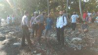 POLISI mendatangi lokasi penemuan mayat. Foto: rik