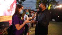 PENYERAHAN bantuan bencana di sela-sela acara dua tahun Refleksi Kepemimpinan Bupati Mahayastra dan Wakil Bupati Agung Mayun. Foto: ist