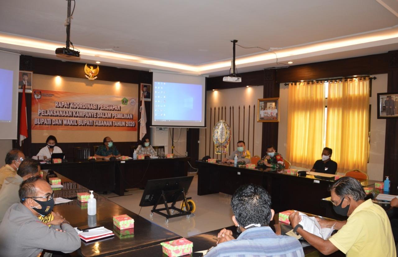 KPU Tabanan menggelar rakor persiapan pelaksanaan kampanye Pilkada Tabanan 2020, Selasa (22/9). Foto: gap