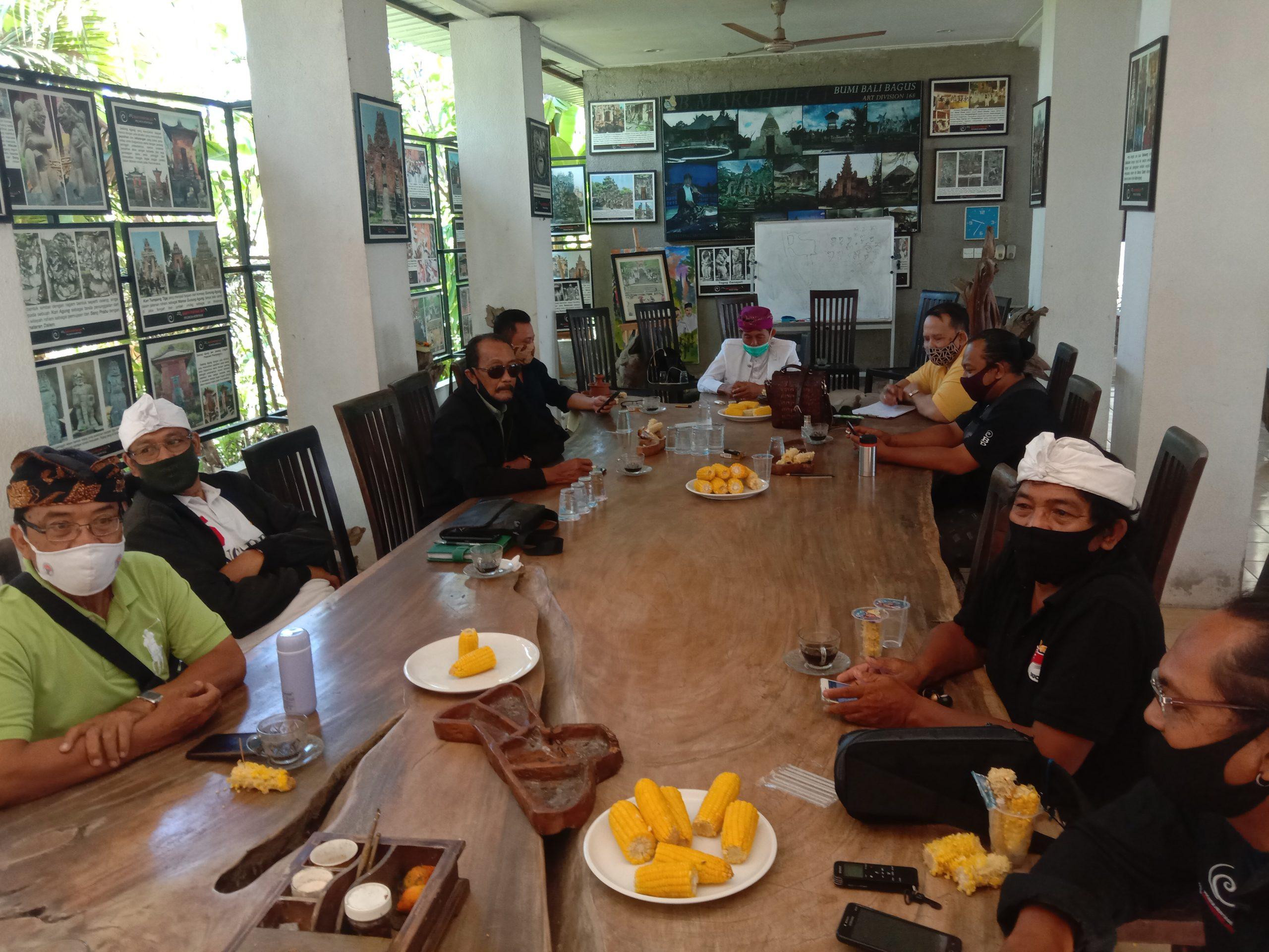 Foto : Suasana Dialog Kebangsaan di Bencingah Kesiman, Denpasar, Minggu SUASANA Dialog Kebangsaan di Bencingah Kesiman, Denpasar, Minggu (27/9). Foto: rap
