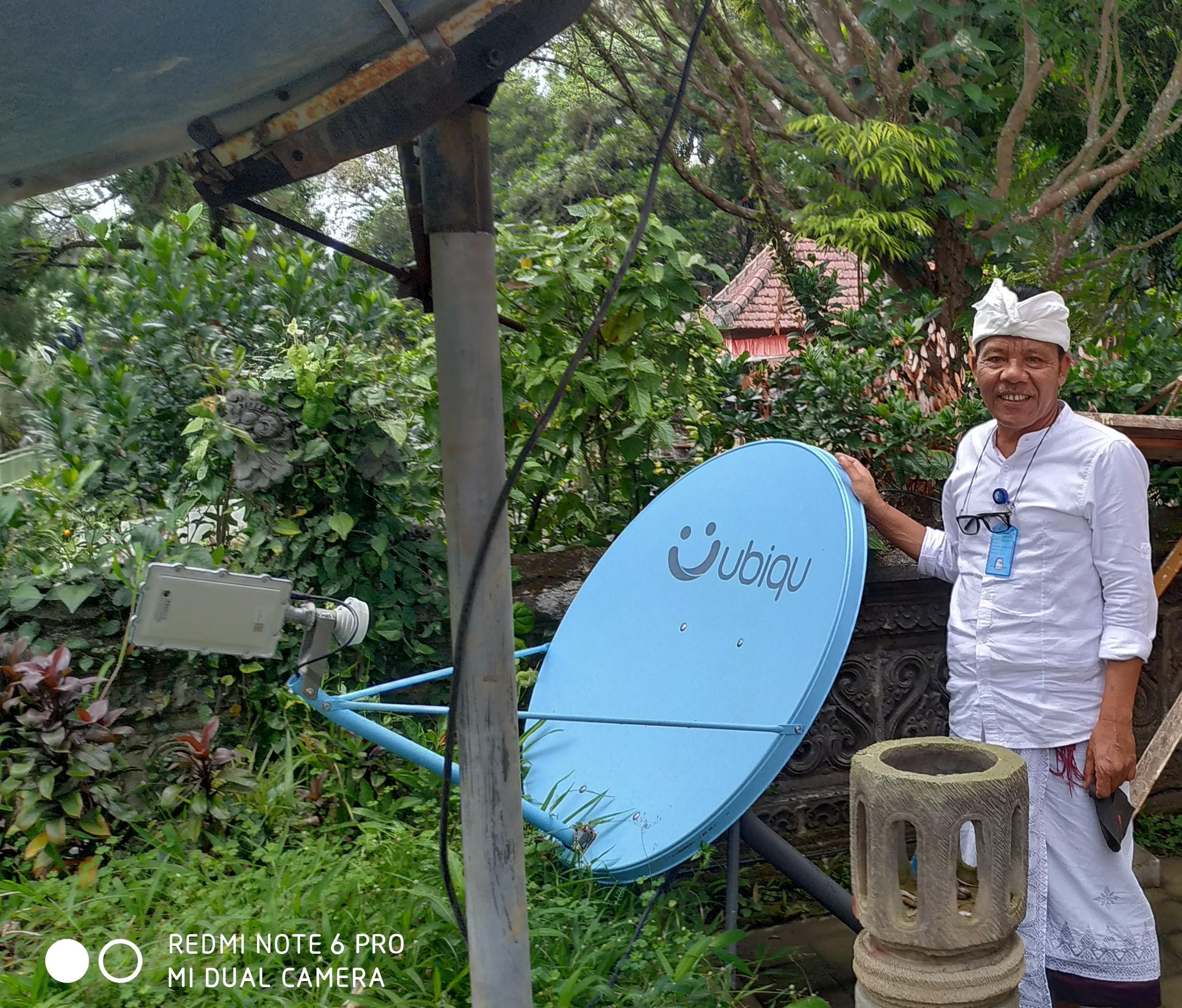 Foto: WRS GENERASI TERBARU KEPALA Pelaksana BPBD Bangli, I Wayan Gede Wiredana, menunjukkan alat WRS generasi terbaru. Foto: gia