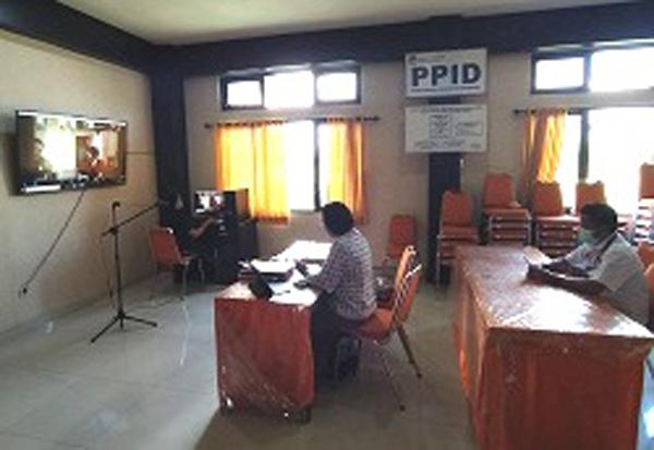 RAPAT daring KPU Tabanan membahas pemasangan APK. Foto: gagah