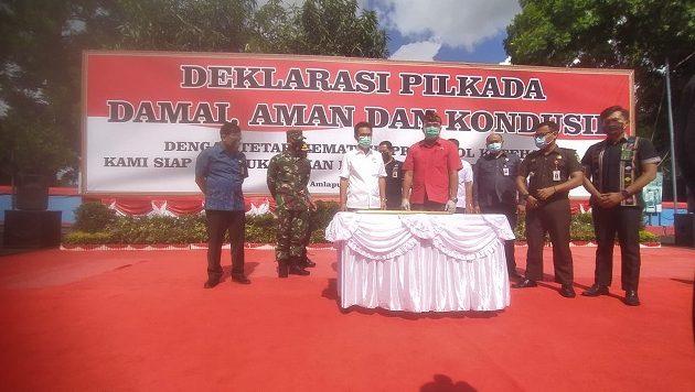 Polres Karangasem melaksanakan kegiatan deklarasi Pilkada damai, aman, dan kondusif dengan tetap mematuhi protokol kesehatan di Lapangan Pesat Gatra Polres Karangasem, Jumat (25/9/2020).