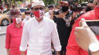 IGN Jaya Negara dan Kadek Agus Arya Wibawa (Jaya-Wibawa) saat mendaftar ke KPU Denpasar, Jumat (4/9/2020) lalu dengan restriksi tim pendukung untuk menghindari kerumunan sesuai prokes. Foto: Ist