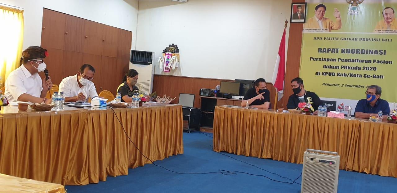 PERTEMUAN parpol koalisi pengusung paket Amertha saat membahas persiapan pendaftaran ke KPU Denpasar, Sabtu (5/9/2020). Foto: gus hendra