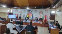 RAPAT koordinasi terkait alat peraga kampanye Pilkada Denpasar di kantor KPU Denpasar dengan menerapkan penjarakan fisik sesuai protokol kesehatan, Kamis (17/9/2020). Foto: Ist