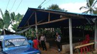 JAJARAN Polsek Pupuan membubarkan arena sabung ayam yang diduga jadi sarana judi tajen, di Desa Jelijih Punggang, Kecamatan Pupuan, Tabanan, Sabtu (12/9) petang lalu. Foto: gap