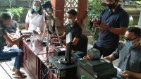 PELAKSANAAN Jemput Bola Pelangi di Desa Pemogan, Denpasar Selatan, Minggu (18/10/2020). Foto: ist